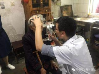 衢州有礼、礼在知行,衢州爱尔眼科专家为五保户看眼病送爱心
