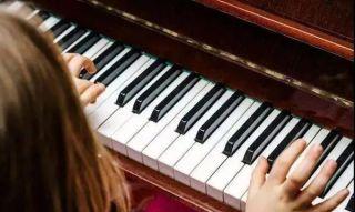 孩子去学钢琴,竟学成了近视…